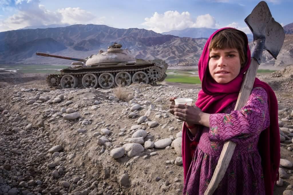 Cae Kabul, el antimperialismo festeja, las mujeres encerradas por Luis Nieto