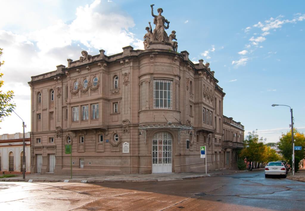 Hoy: El teatro Miguel Young