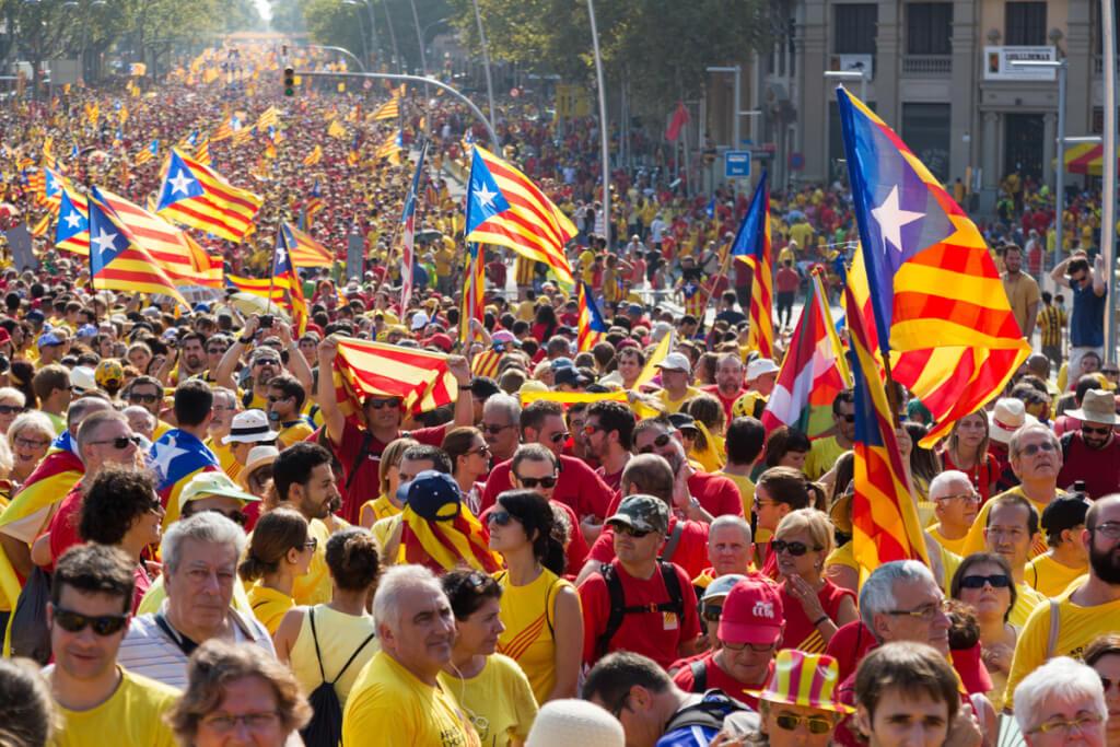 Cataluña:choque de trenes  por  Ruben Montedónico