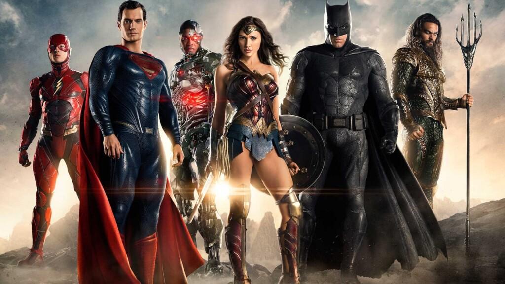 El superhéroe, la semidiosa y los cuatro disfrazados