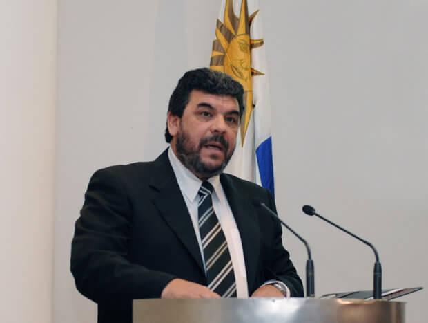El incómodo Director Nacional de  la Policía, inspector Mario Layera  por Antonio Ladra