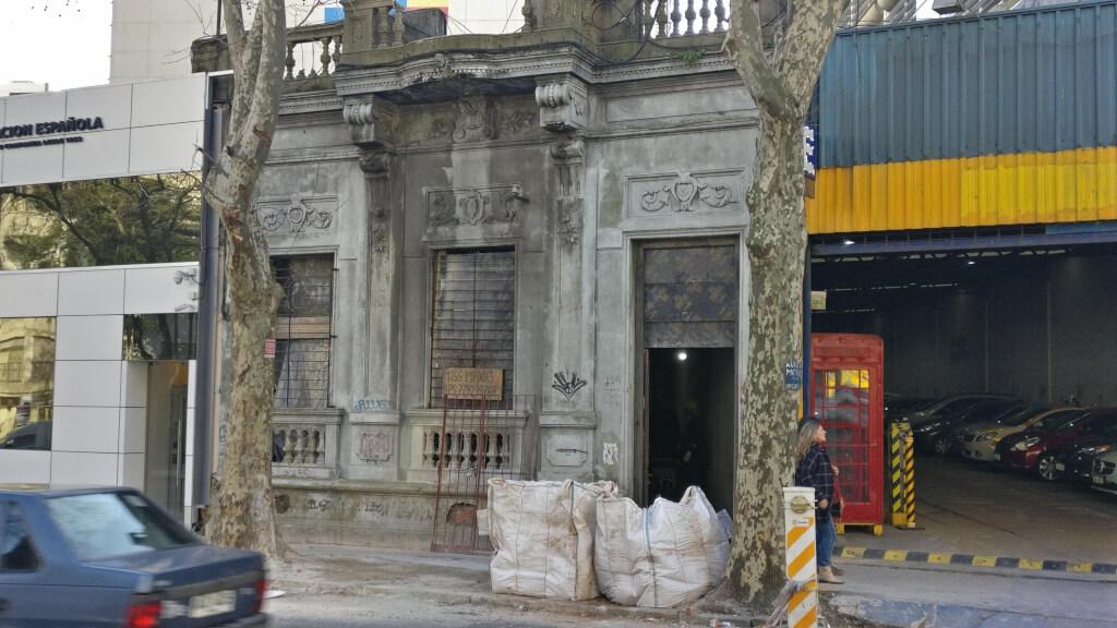 Nuevo destino para la casa donde  se planificó el crimen de la AMIA por Antonio Ladra