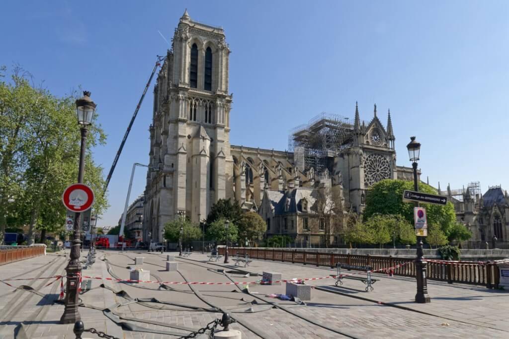 Una atracción parisina en ruinas por Ruben Montedonico