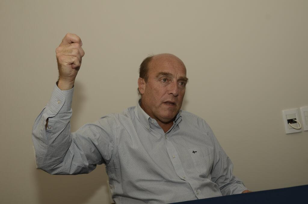 Martínez se puso el  brazalete de capitán por Jorge Pasculli