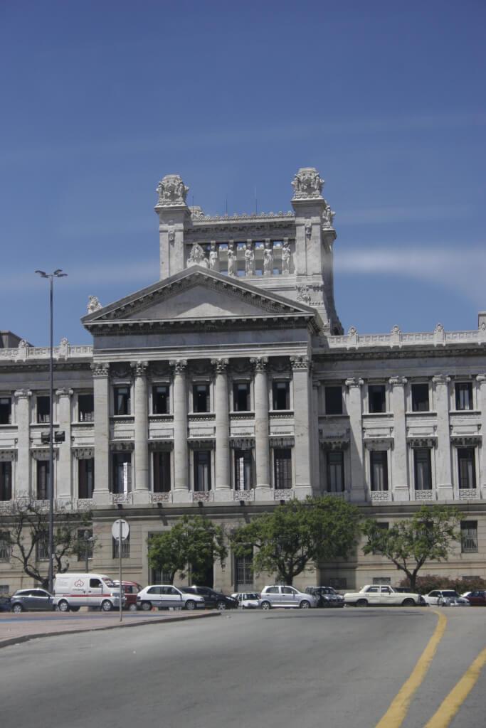 ¿Y si la democracia no aguanta?  por Luis Nieto