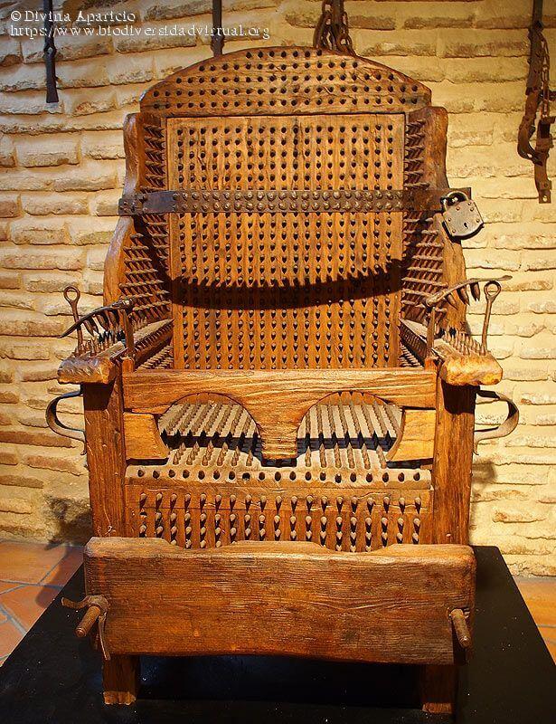 Instrumentos de tortura considerados como objetos de arte por Nelson Di Maggio