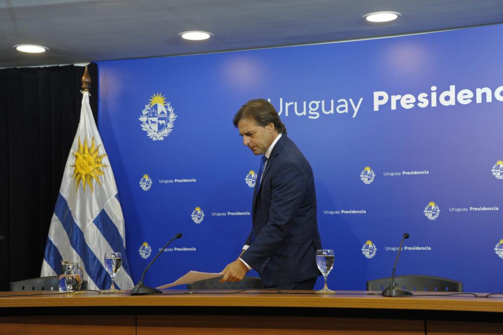 La crisis la pagan los trabajadores por Hugo Acevedo