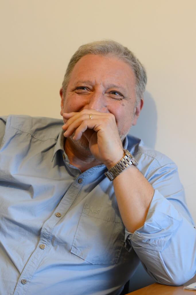 Entre oligopolios y censuras previas  por Hugo Acevedo