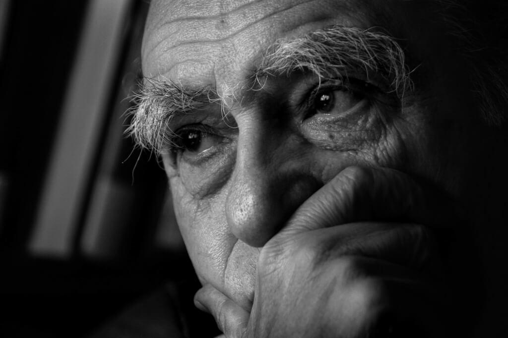 Nadie calla las voces del silencio  por Hugo Acevedo