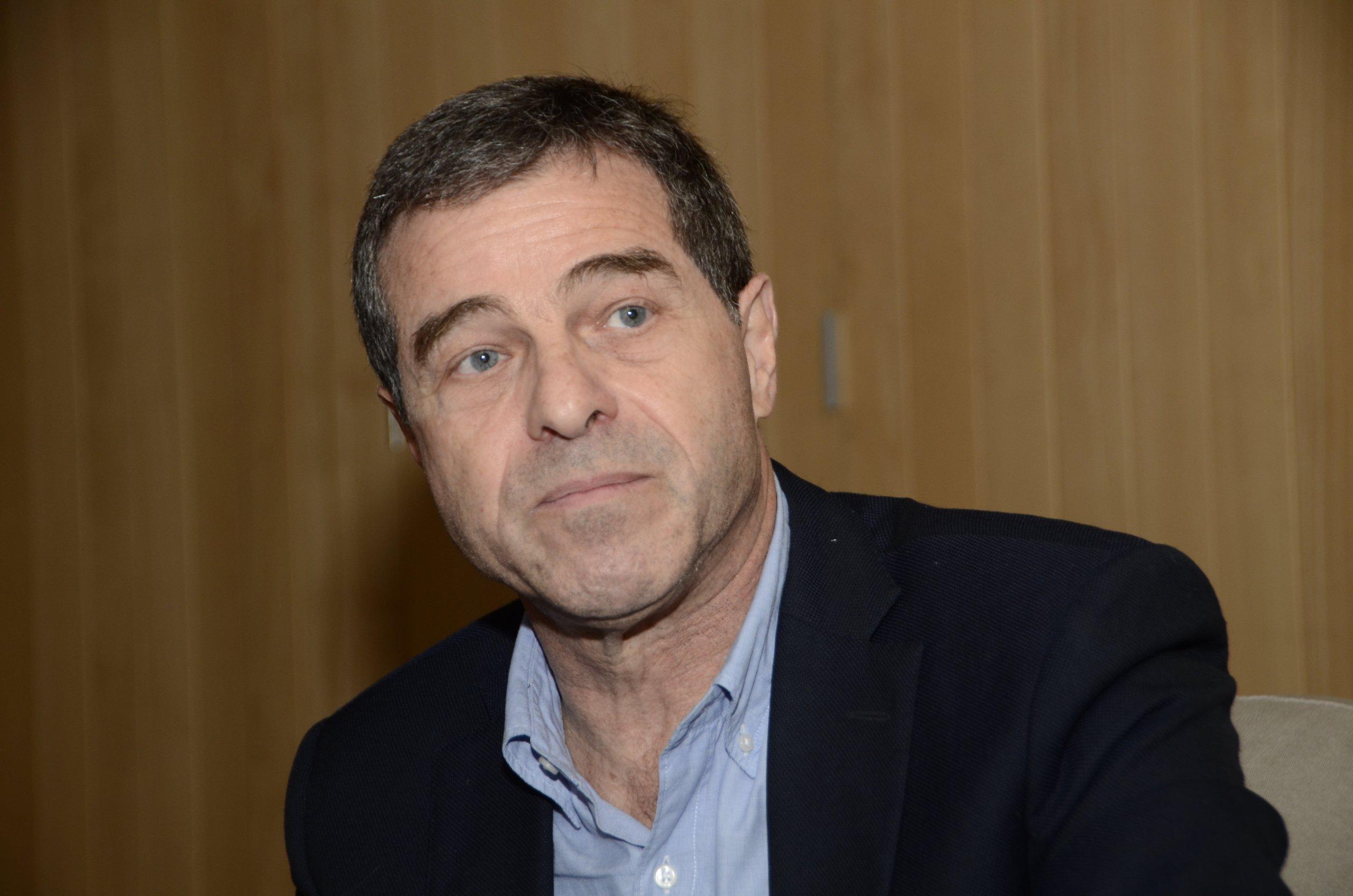 Del sótano al gobierno: el consultor economista en la política  por Eduardo Gudynas