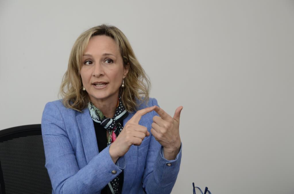 Laura Raffo:  Nunca en mi vida fui una paracaidista