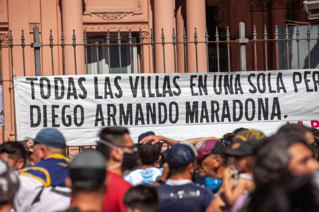 Maradona ha muerto. Viva Maradona. por Cristina Morán