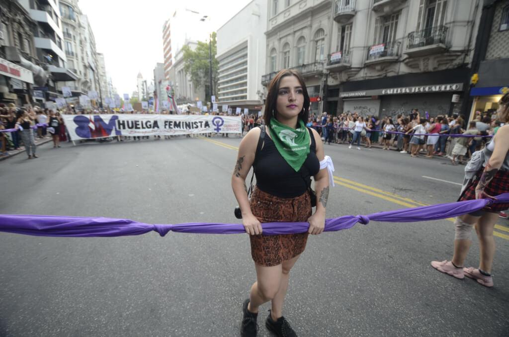 """De aglomeraciones, marchas, 8M, """"coladas"""" y """"codazos"""" por Cristina Morán"""