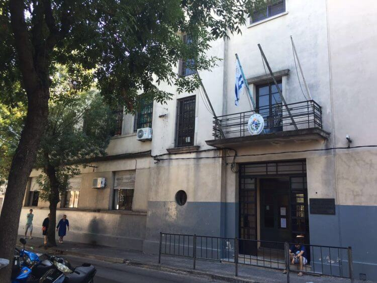 Gobierno amputa la libertad de 15 docentes  por Hugo Acevedo