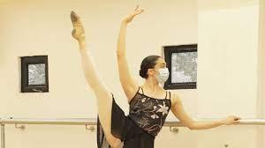 Ballet con tapabocas en tiempos de pandemia  por Cristina Moran