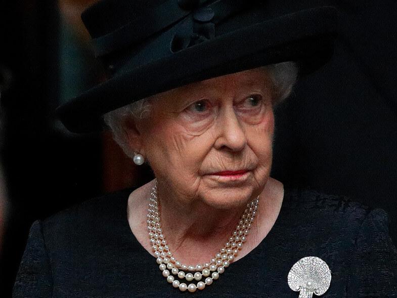 La reina ha quedado sola por Cristina Morán