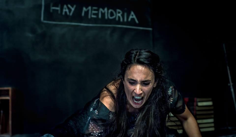 Angie Oña: el teatro como pase libre de entrada y salida a la locura