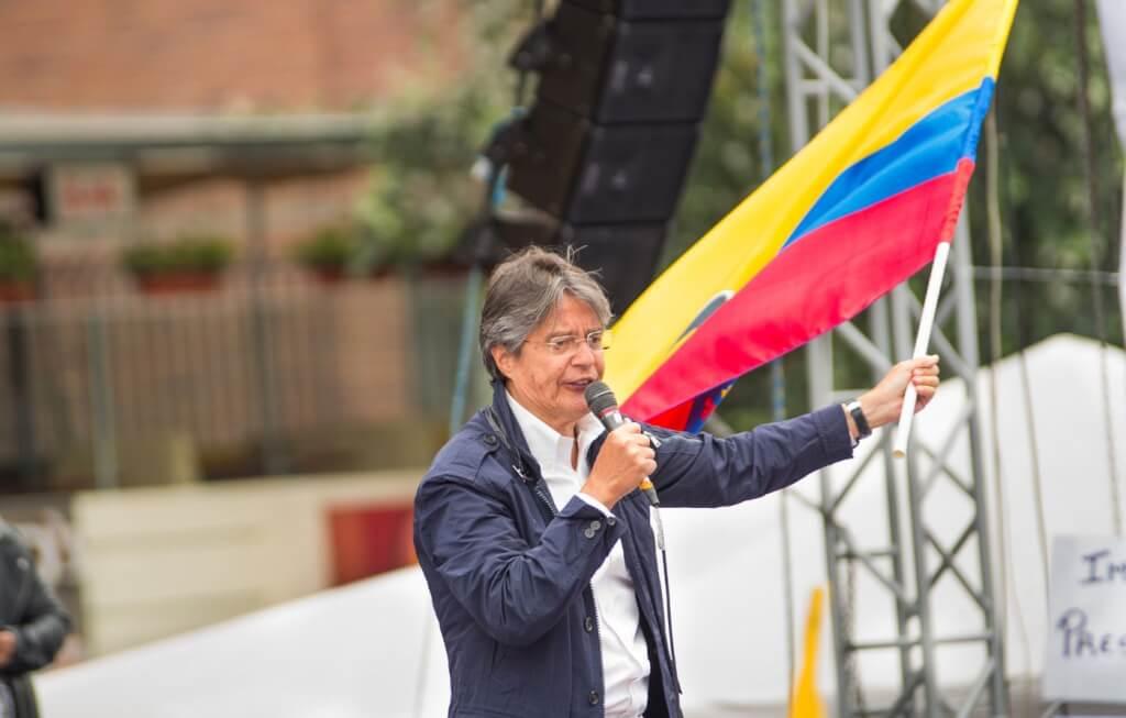 Ecuador y Perú,futuros inciertos  por Ruben Montedonico