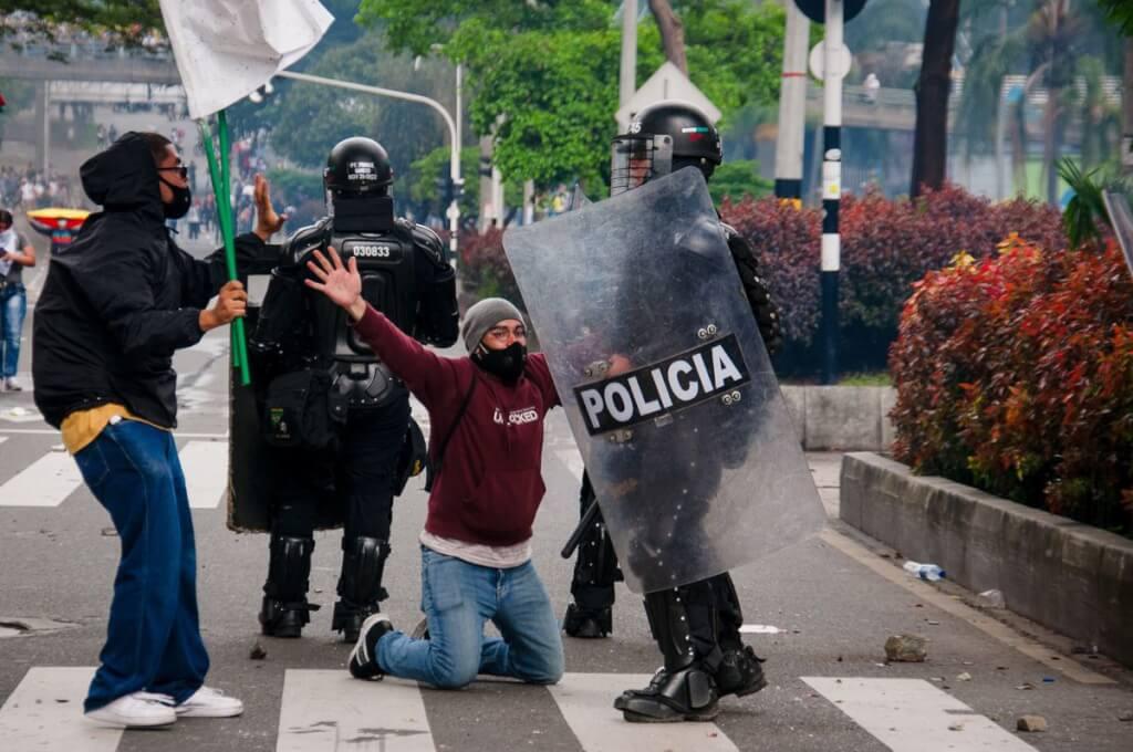 Hoy como ayer, violencia y represión en Colombia por Ruben Montedonico