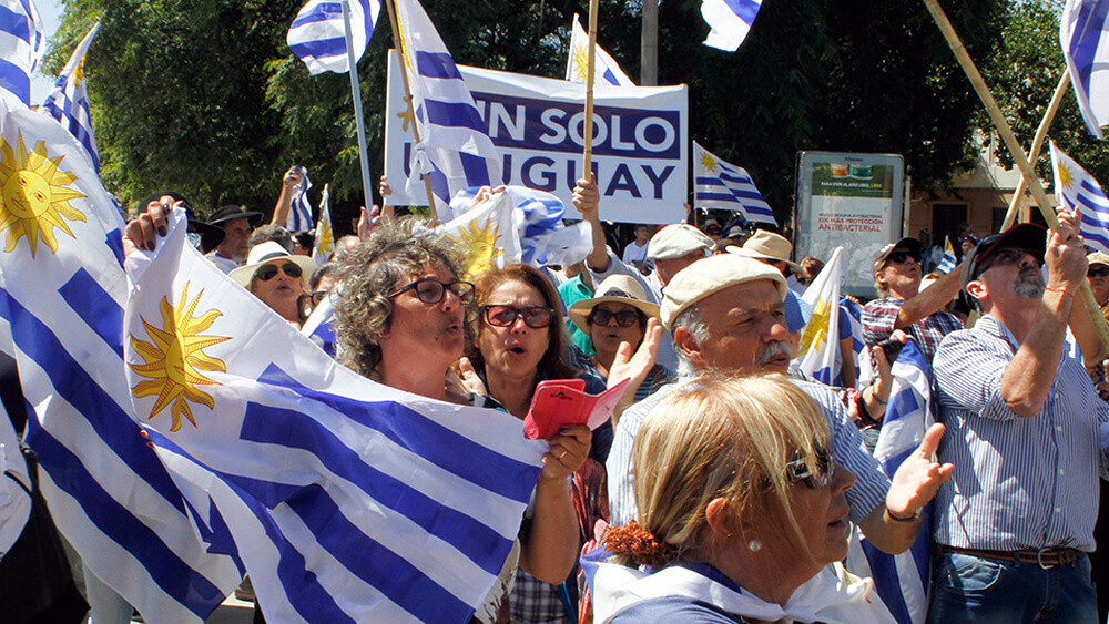 Las garrapatas de Un solo Uruguay por Ignacio Martínez